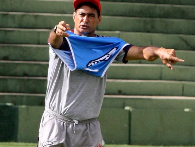 Paulo Cezar Catanoce durante treino do Uberaba (Foto: Enerson Cleiton)