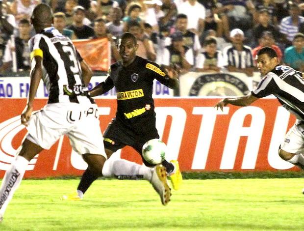 Jobson na partida do Botafogo contra o Treze (Foto: Francisco França / VIPCOMM)