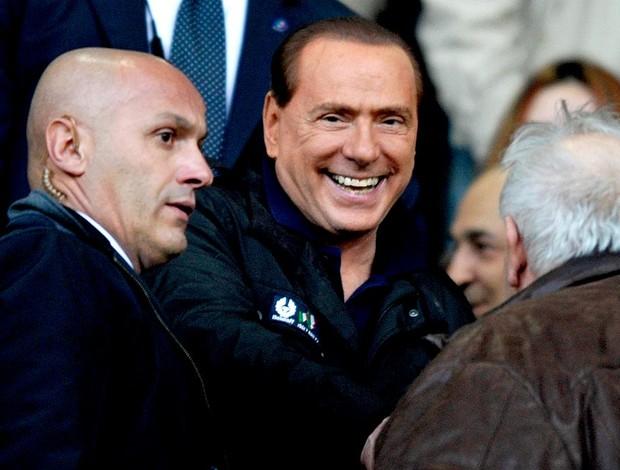 Silvio Berlusconi assiste partida do Milan contra o Parma (Foto: AP)