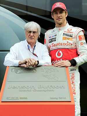 Button e Ecclestone inauguram placa comemorativa