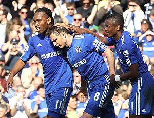 Jogadores comemoram gol do Chelsea
