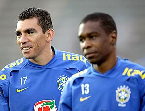 Lucio e Juan no treino do Brasil