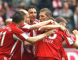 Jogadores comemoram gol do Bayern