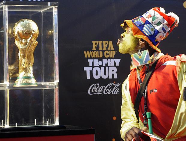 Taça da Copa do mundo vista por torcedor