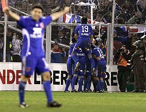 universidad de chile comemora gol sobre o alianza lima