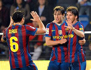 Jogadores comemoram gol do Barcelona