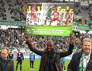 Grafite recebe prêmio de gol mais bonito do Wolfsburg