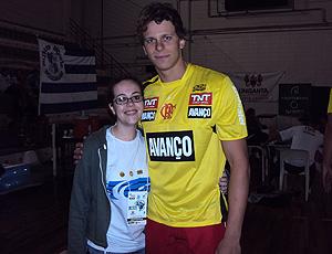 Cesar Cielo com a fã Patrícia Angélica no Maria Lenk
