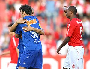 Kleber comemora gol do Cruzeiro sobre o Internacional