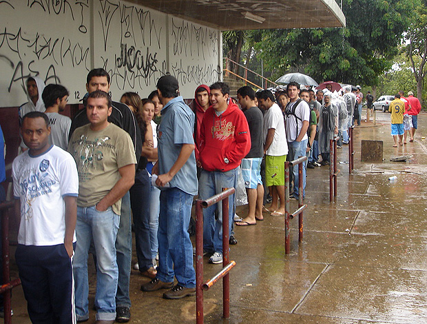 fila torcedores do Cruzeiro ingresso