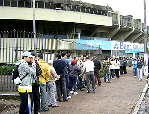 torcedores do Grêmio fila por ingresso