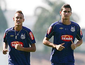 Neymar e Ganso no treino do Santos