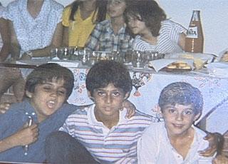 Julio Cesar criança com os amigos
