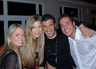 Julio Cesar e amigo Luis Figo, com as respectivas esposas