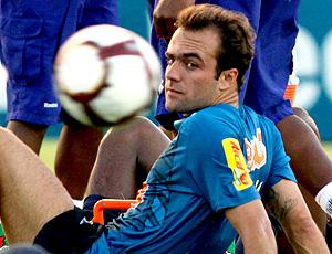 Roger no treino do Cruzeiro