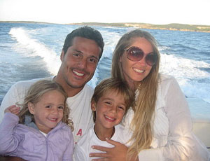 Julio Cesar passeia com a família de lancha
