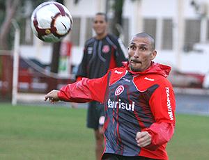 Guinazu no treino do Internacional