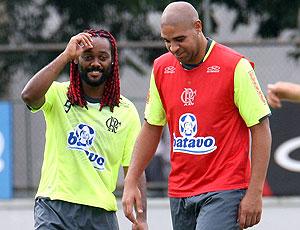 Adriano e Vágner Love no treino do Flamengo  (Foto: Maurício Val / VIPCOMM)