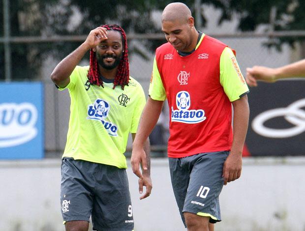 Adriano e Vágner Love no treino do Flamengo