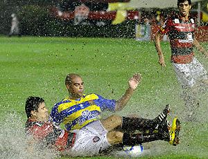 adriano e vanderson, Flamengo x Vitória (Foto: Agência Estado)