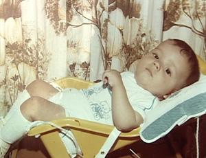 Nilmar no carrinho de bebê