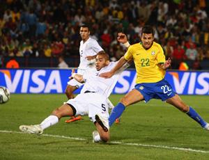 nilmar em jogo da seleção brasileira