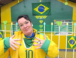 Moradora de Curitiba decora casa com as cores da seleção