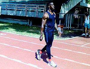 Dwain Chambers treina para o GP Brasil de atletismo