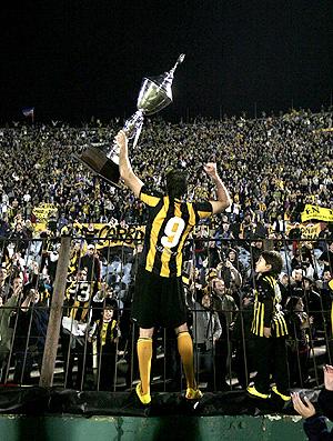 Diego Alonso celebra o título do Peñarol