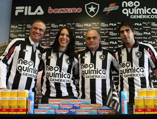mauricio assumpção e herrera na apresentação do novo patrocinador do botafogo