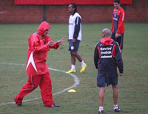 Jorge Fossati no treino do Internacional