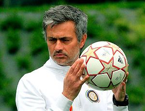 José Mourinho no treino do Inter de Milão  (Foto: EFE)