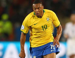 julio baptista em jogo da seleção brasileira (Foto: Getty Images)