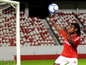 Tinga revive gol do Internacional
