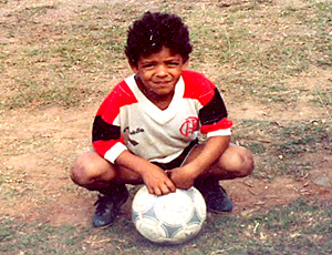 felipe melo criança com a camisa do Flamengo