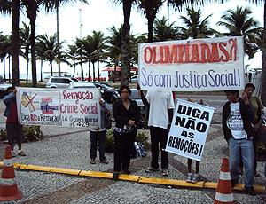 manifestantes protestam contra o coi