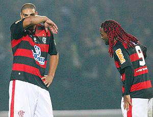 Adriano e Vágner Love no jogo do Flamengo
