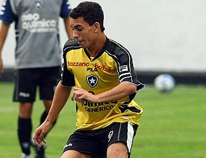 Caio no treino do Botafogo