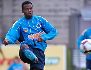 Fabinho no treino do Cruzeiro