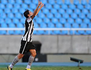 Lucio Flavio comemora gol do Botafogo