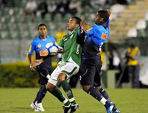 Lance do jogo entre Guarani e Cruzeiro