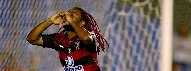 vagner Love comemora o gol do Flamengo sobre o Grêmio Prudente (Foto: Tasso Marcelo / Agência Estado)