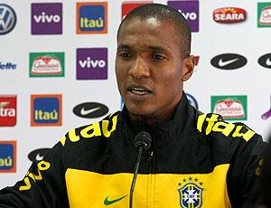 Gilberto na coletiva da seleção brasileira