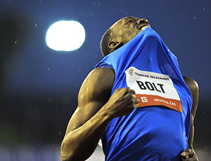 Usain Bolt antes dos 300m em Ostrava (Foto: AFP)