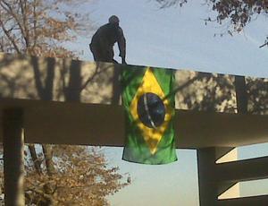 Bandeira do Brasil no hotel da seleção em Joanesburgo