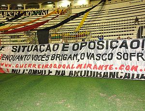 Faixa de protesto da torcida do Vasco