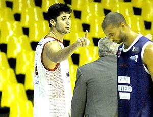 Mineiro, do brasília, discute no treino