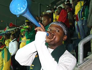 Torcedor e sua vuvuzela