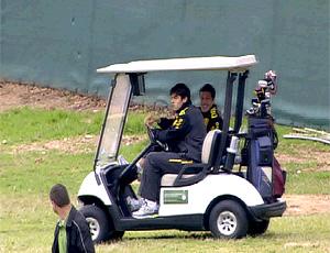 FRAME Kaká e Julio César jogam golfe no treino