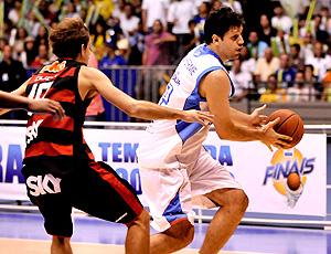 basquete final NBB  Guilherme Giovanonni, e Duda, do  Flamengo